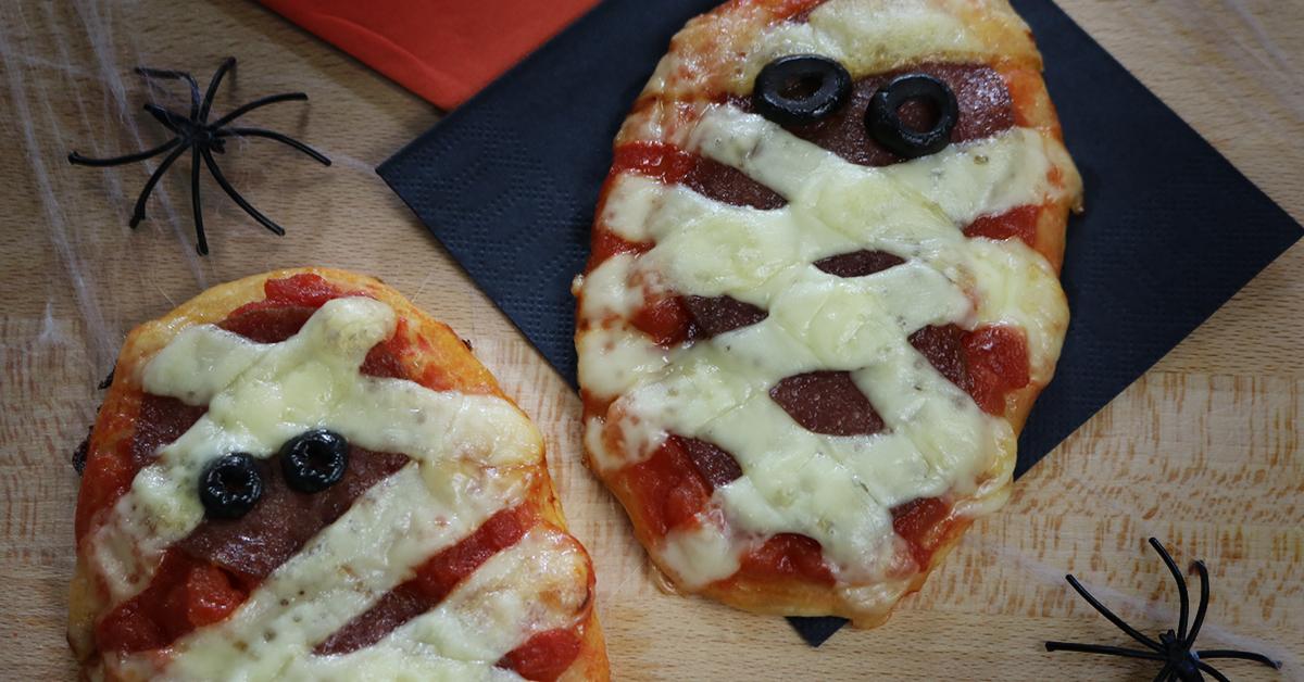 Halloween Mumien-Käse-Pizzen